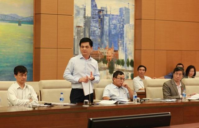 Phó Chủ tịch Hội đồng Dân tộc Nguyễn Lâm Thành nêu câu hỏi chất vấn tại phiên giải trình