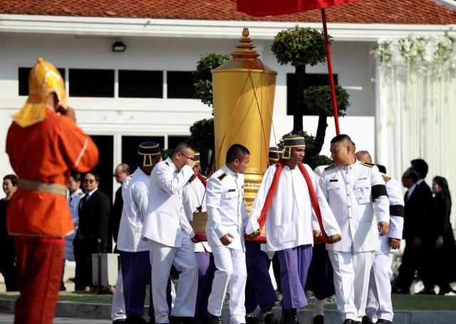 Toàn đội Leicester City có mặt ở Thái Lan để dự lễ tang ông chủ - 11
