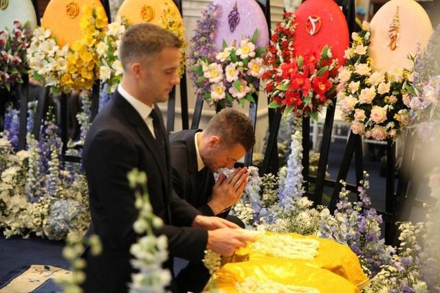 Toàn đội Leicester City có mặt ở Thái Lan để dự lễ tang ông chủ - 4