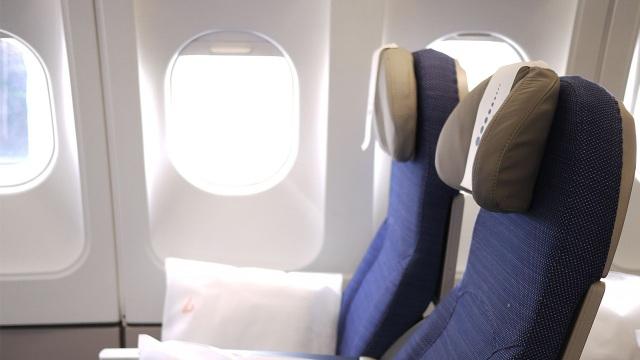 Những vật dụng bẩn nhất trên máy bay có thể bạn chưa biết - 1