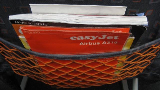Những vật dụng bẩn nhất trên máy bay có thể bạn chưa biết - 2