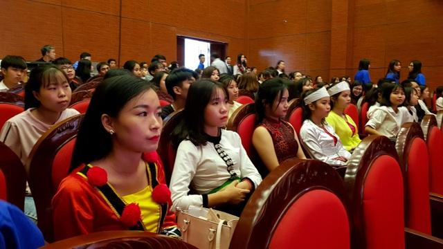 Đến tham dự có hơn 200 giáo viên, học sinh, sinh viên người dân tộc thiểu số trên địa bàn TP Hà Nội.