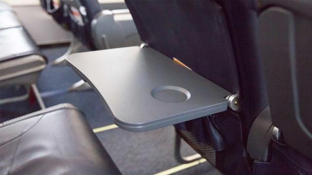 Những vật dụng bẩn nhất trên máy bay có thể bạn chưa biết - 4