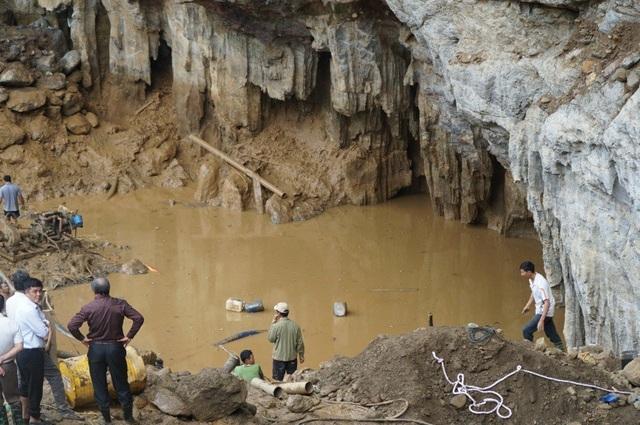 Khu vực hang vàng hai phu vàng gặp nạn là khu vực khai thác vàng trái phép. Dù đã bị các cơ quan chức năng của UBND xã Thanh Nông và UBND huyện Lạc Thuỷ đình chỉ và xử phạt nhiều lần nhưng điểm khai thác vàng này vẫn tiếp tục hoạt động.