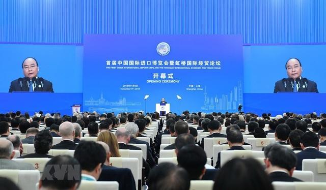 Thủ tướng Nguyễn Xuân Phúc phát biểu tại lễ khai mạc Hội chợ sáng 5/11 (ảnh: TTXVN)