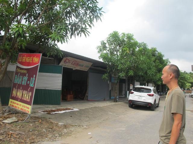 Ông Nguyễn Phúc Lai tần ngần bên mảnh đất mà mình đã thực hiện nghĩa vụ đầy đủ, nhưng quyền lợi bị bỏ quên.