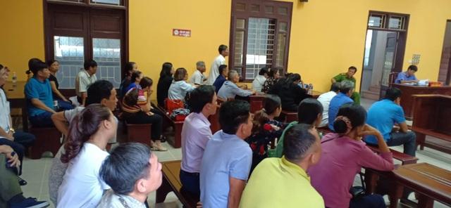 Phiên tòa xét xử nguyên Chủ tịch UBND xã Hải Yến và một số cán bộ liên quan.
