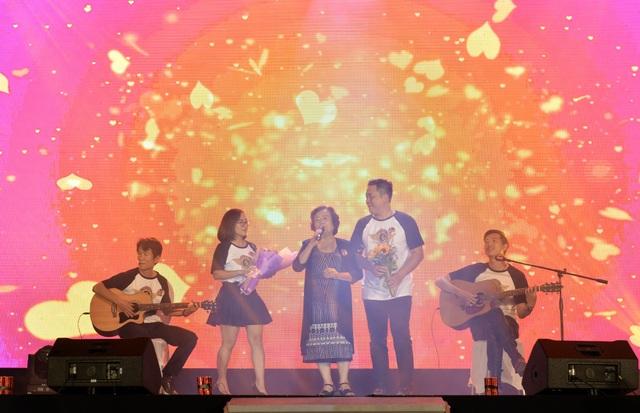 Cô gái đến từ hôm qua ngẫu hứng bởi cô Phạm Nguyên Hạnh A9 và cựu học sinh.