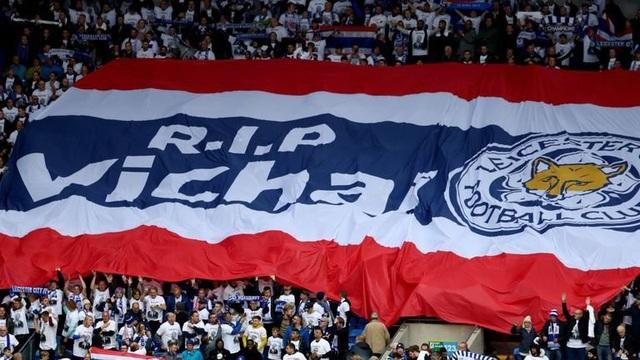 Cầu thủ Thái Lan tưởng niệm ông chủ Leicester City ở trận ra quân AFF Cup - 1