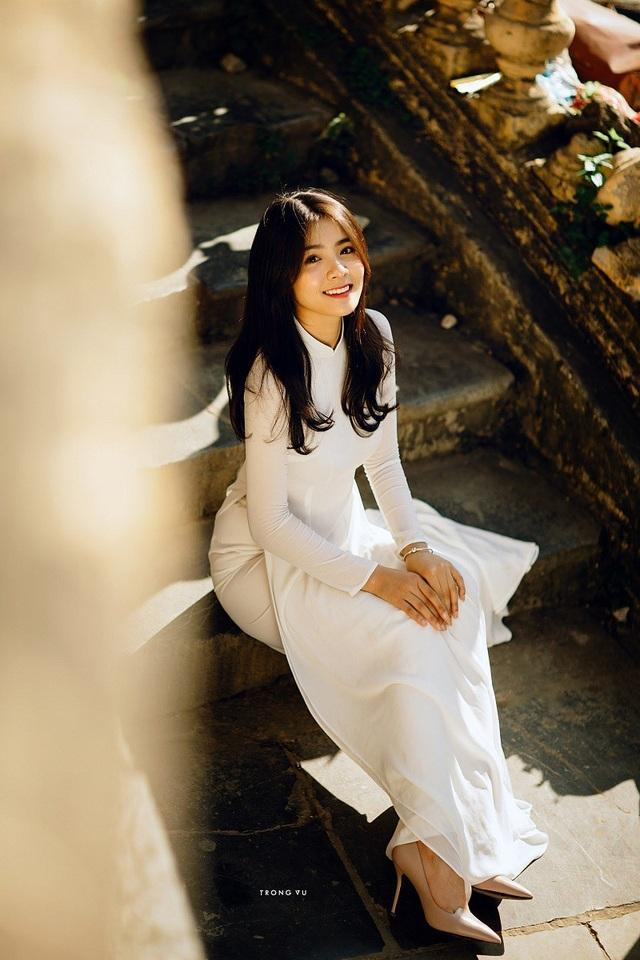 Được biết hiện tại Thu Giang đang theo học kinh doanh đồ gỗ và sắp tới đây nữ hot girl quê Bắc Ninh sẽ lên xe hoa về nhà chồng.