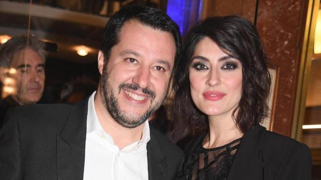 Phó Thủ tướng Italy Matteo Salvin và người dẫn chương trình Elisa Isoardi (Ảnh: Youtube)