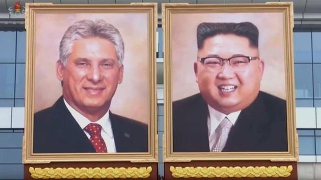 Ảnh chân dung Chủ tịch Cuba Miguel Diaz-Canel và nhà lãnh đạo Kim Jong-un xuất hiện trên truyền hình Triều Tiên. (Ảnh: BBC)
