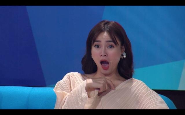 Biểu cảm của ban bình luận khi tận mắt chứng kiến tài bắn cung của Trí Phong.