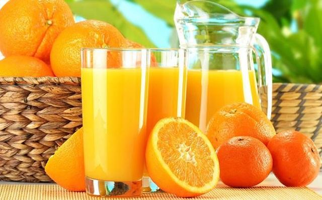 """Bổ sung 1 ly nước cam mỗi ngày sẽ giúp các """"chiến binh"""" của quý ông khỏe mạnh đồng thời vitamin dồi dào cũng sẽ giúp cả hai cùng thành công. Ảnh minh hoạ: Internet"""