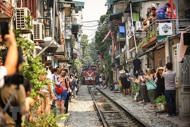 Những hình ảnh về phố đường tàu ''độc và lạ'' giữa lòng Hà Nội - 2