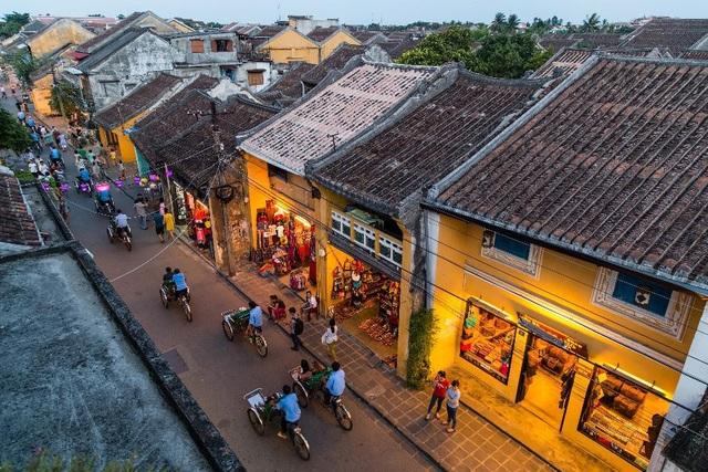 Phố Cổ Hội An là một trong những điểm nóng thu hút du khách trong và ngoài nước, lợi thế du lịch là bảo chứng cho cơn sốt bất động sản TP.Hội An trong tương lai.
