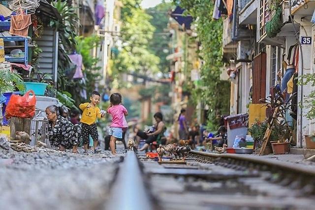 Những hình ảnh về phố đường tàu ''độc và lạ'' giữa lòng Hà Nội - 15