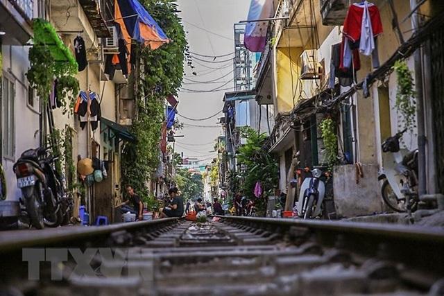 Những hình ảnh về phố đường tàu ''độc và lạ'' giữa lòng Hà Nội - 16
