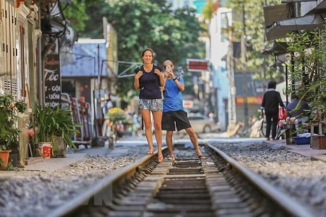 Những hình ảnh về phố đường tàu ''độc và lạ'' giữa lòng Hà Nội - 19