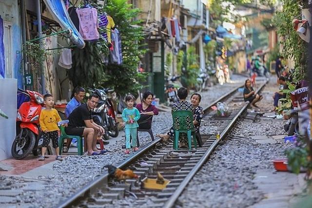 Những hình ảnh về phố đường tàu ''độc và lạ'' giữa lòng Hà Nội - 20