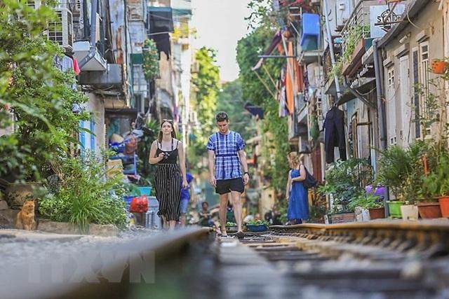 Những hình ảnh về phố đường tàu ''độc và lạ'' giữa lòng Hà Nội - 21