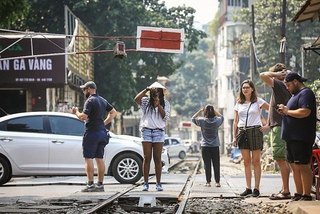 Những hình ảnh về phố đường tàu ''độc và lạ'' giữa lòng Hà Nội - 5