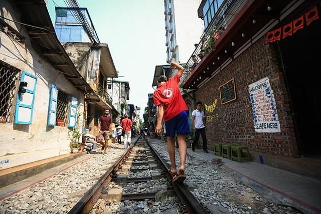 Những hình ảnh về phố đường tàu ''độc và lạ'' giữa lòng Hà Nội - 6