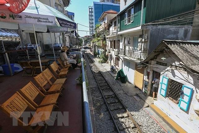 Những hình ảnh về phố đường tàu ''độc và lạ'' giữa lòng Hà Nội - 8
