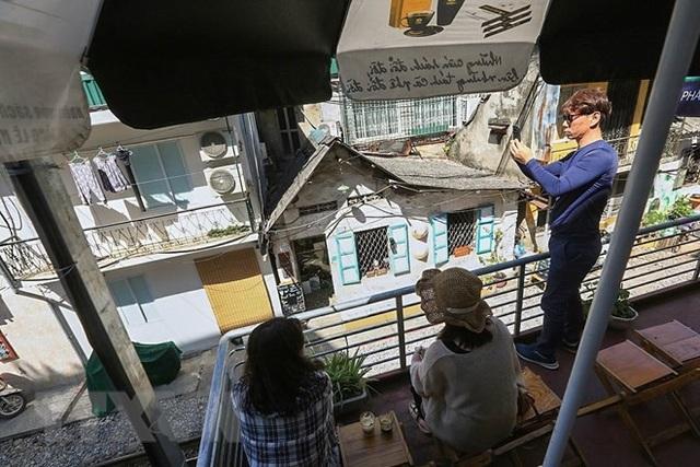 Những hình ảnh về phố đường tàu ''độc và lạ'' giữa lòng Hà Nội - 9