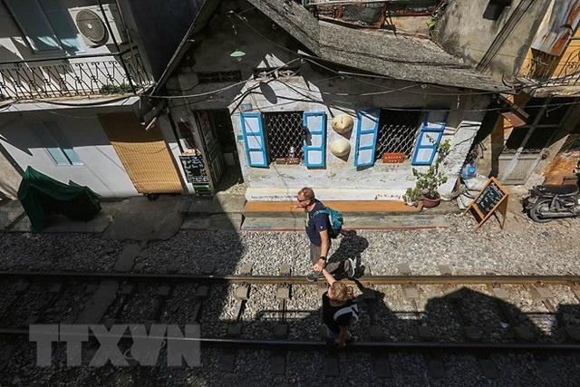Những hình ảnh về phố đường tàu ''độc và lạ'' giữa lòng Hà Nội - 10