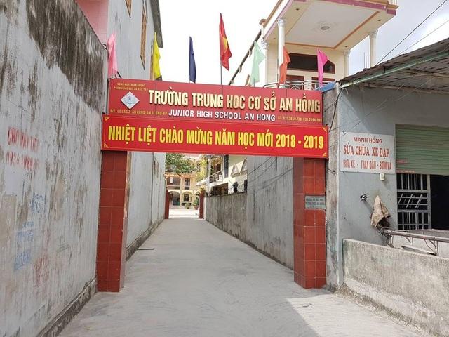 """Phó hiệu trưởng trường THCS An Hồng (huyện An Dương, TP. Hải Phòng) bị người nhà học sinh """"tố"""" túm tóc, dúi đầu học sinh vào tường."""