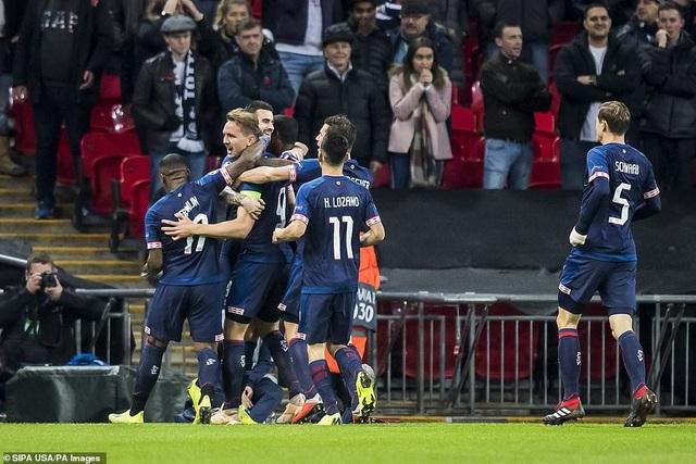 Đại diện Hà Lan mới có được 1 điểm/4 trận và chỉ còn hy vọng giành vị trí thứ 3, cùng suất dự Europa League