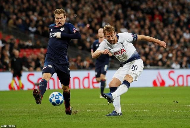 Tình huống Kane gỡ hòa 1-1 ở phút 78 sau cú dứt điểm chéo góc