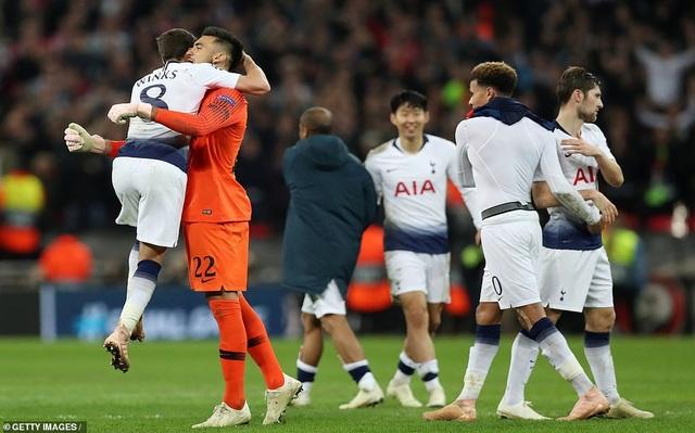 Niềm vui của Tottenham sau khi giành chiến thắng chung cuộc 2-1