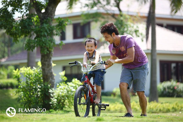 Nghỉ dưỡng cuối tuần và hoạt động ngoài trời được các chuyên gia đánh giá sẽ góp phần thắt chặt tình cảm gia đình, dạy cho trẻ biết yêu thương, sống hòa đồng và chia sẻ