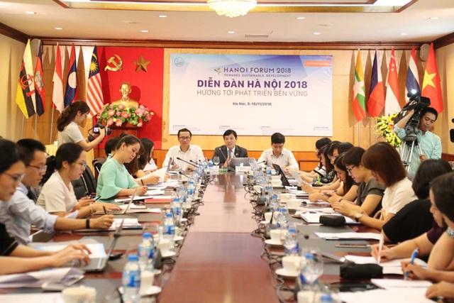 Quang cảnh buổi họp báo cung cấp thông tin về Diễn đàn Hà Nội 2018.