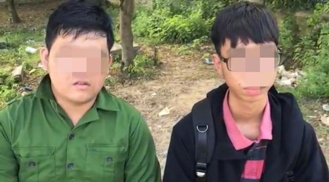 Hai nam sinh xuất hiện trong clip đăng tải trên mạng xã hội