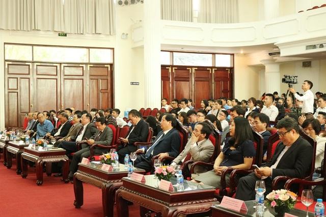 Các đại biểu, khách mời, sinh viên, nhà khoa học tham gia lễ khai mạc Ngày hội Khởi nghiệp thủ đô 2018.