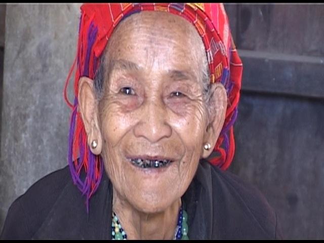 Gần cuối đời, mẹ Miết luôn phấn khởi trước sự quan tâm của cộng đồng.