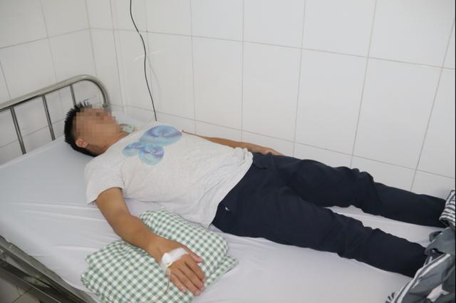 Ông H. phải nằm điều trị tại bệnh viện nhiều ngày.