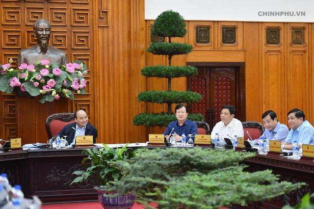 Thủ tướng chủ trì cuộc họp về tình hình sạt lở bờ biển và bồi lấp cửa sông các tỉnh ven biển miền Trung từ Nghệ An đến Bình Thuận.