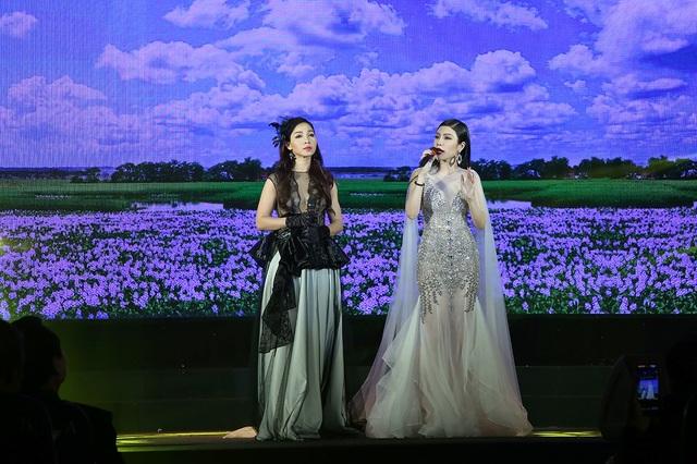 Khánh Loan và Uyên Trang.