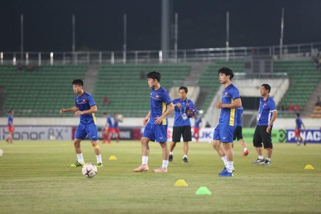 Lào 0-3 Việt Nam: Công Phượng, Quang Hải lập công - 17