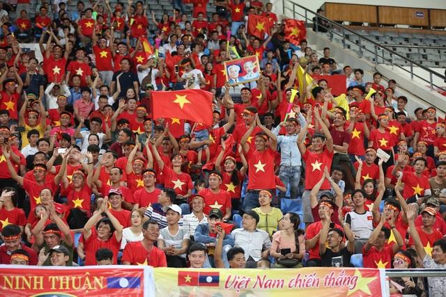 Lào 0-3 Việt Nam: Công Phượng, Quang Hải lập công - 28