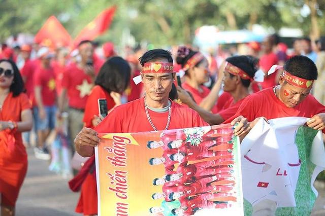 Lào 0-3 Việt Nam: Công Phượng, Quang Hải lập công - 36