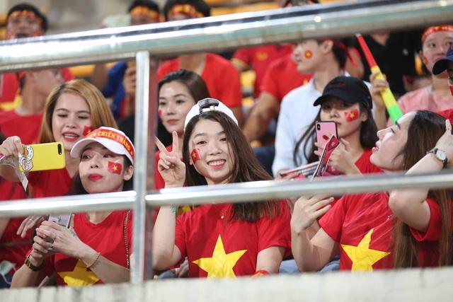 Lào 0-3 Việt Nam: Công Phượng, Quang Hải lập công - 27