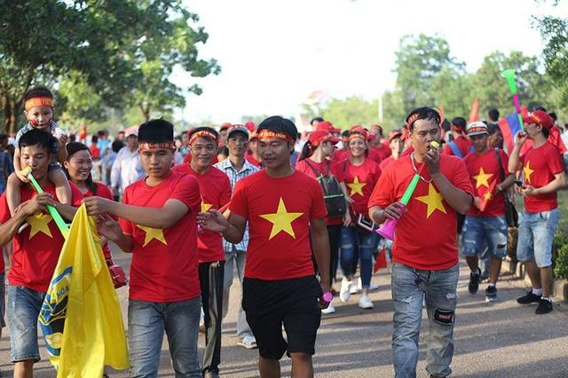 Các cổ động viên Việt Nam đã sẵn sàng cho ngày hội chiến thắng tại Lào