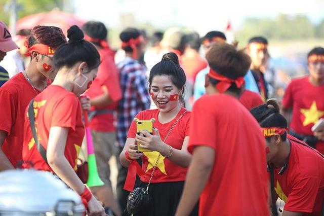 Lào 0-3 Việt Nam: Công Phượng, Quang Hải lập công - 33