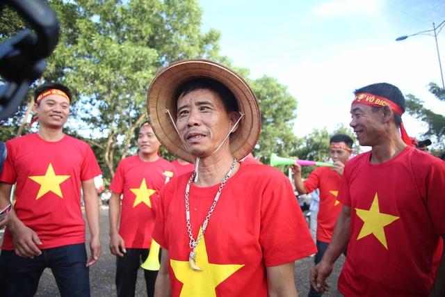 Lào 0-3 Việt Nam: Công Phượng, Quang Hải lập công - 37