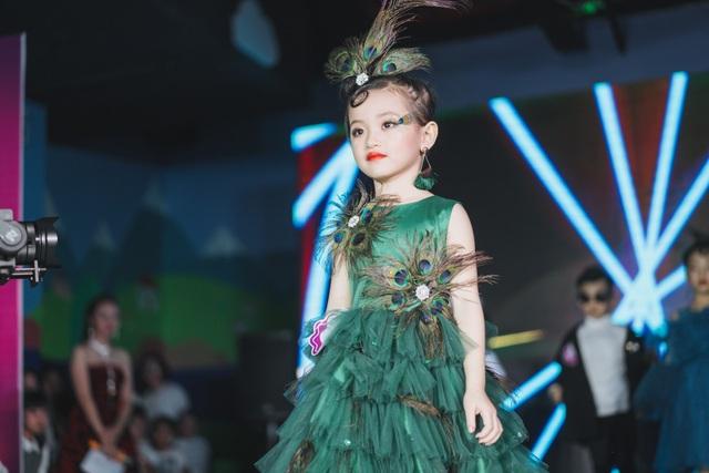 Trần Lê Bảo Anh đã xuất sắc đạt giải nhất đêm chung kết Dream kid Fashion Show 2018